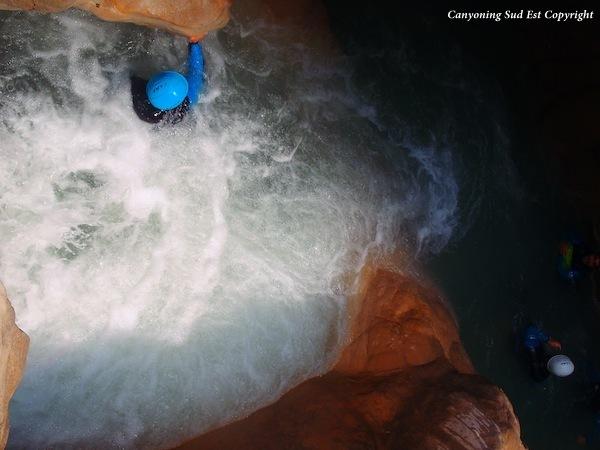 Vasque agit�e dans le canyon d'Aiglun