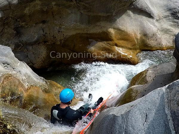 Rappel dans le canyon du Cramassouri