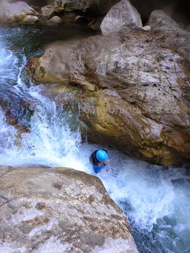 Plongeon dans le canyon du Loup