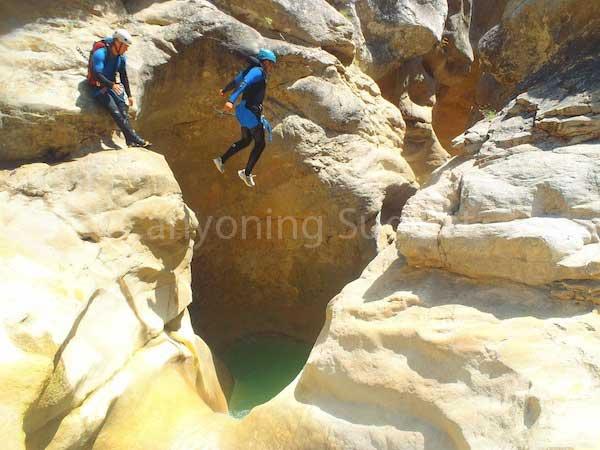 Saut canyon du Riolan